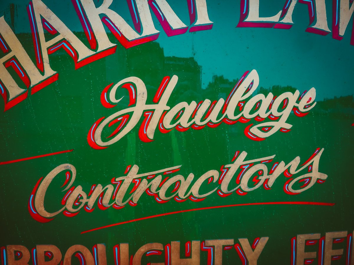 Traditional signwriting in Dundee