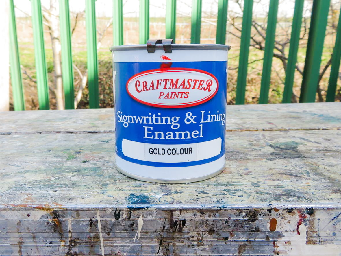 Paints for lettering signs in Dundee