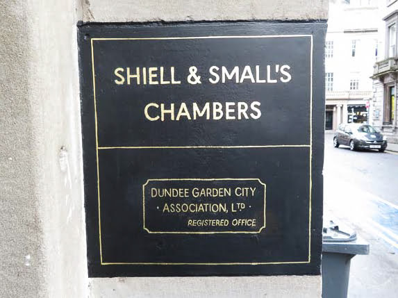 Gold leaf wall sign in Dundee