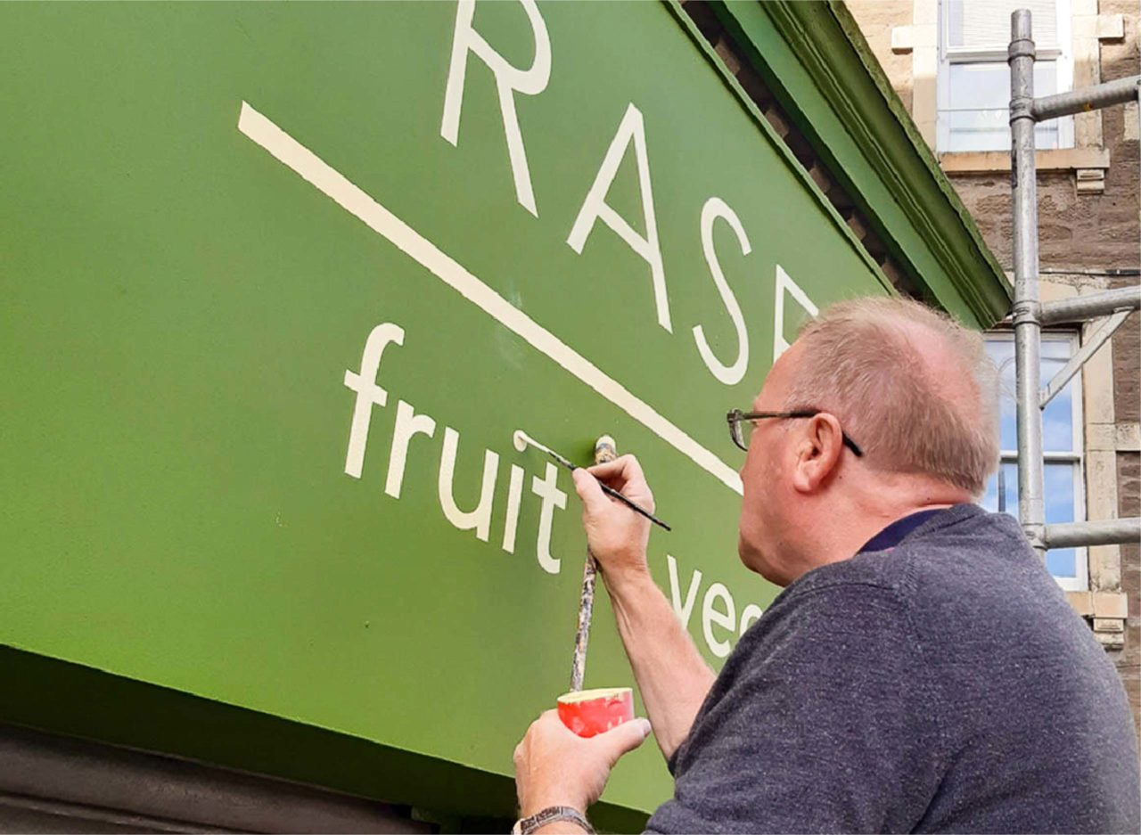 Effective signwriter in Dundee