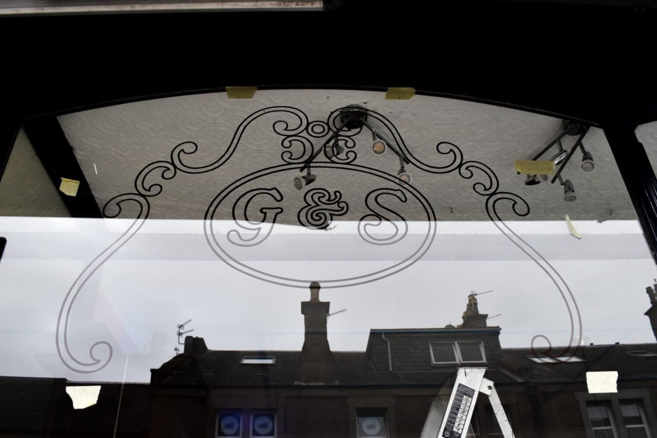 Gold leaf Broughty Ferry sign